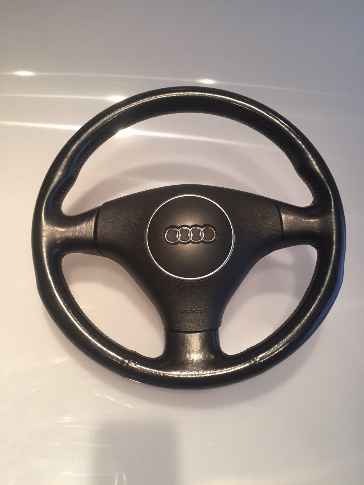 B6 Steering wheel.JPG