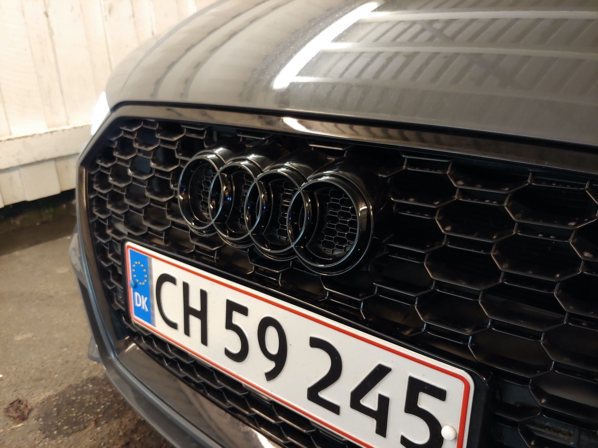 Black grille badge.jpg