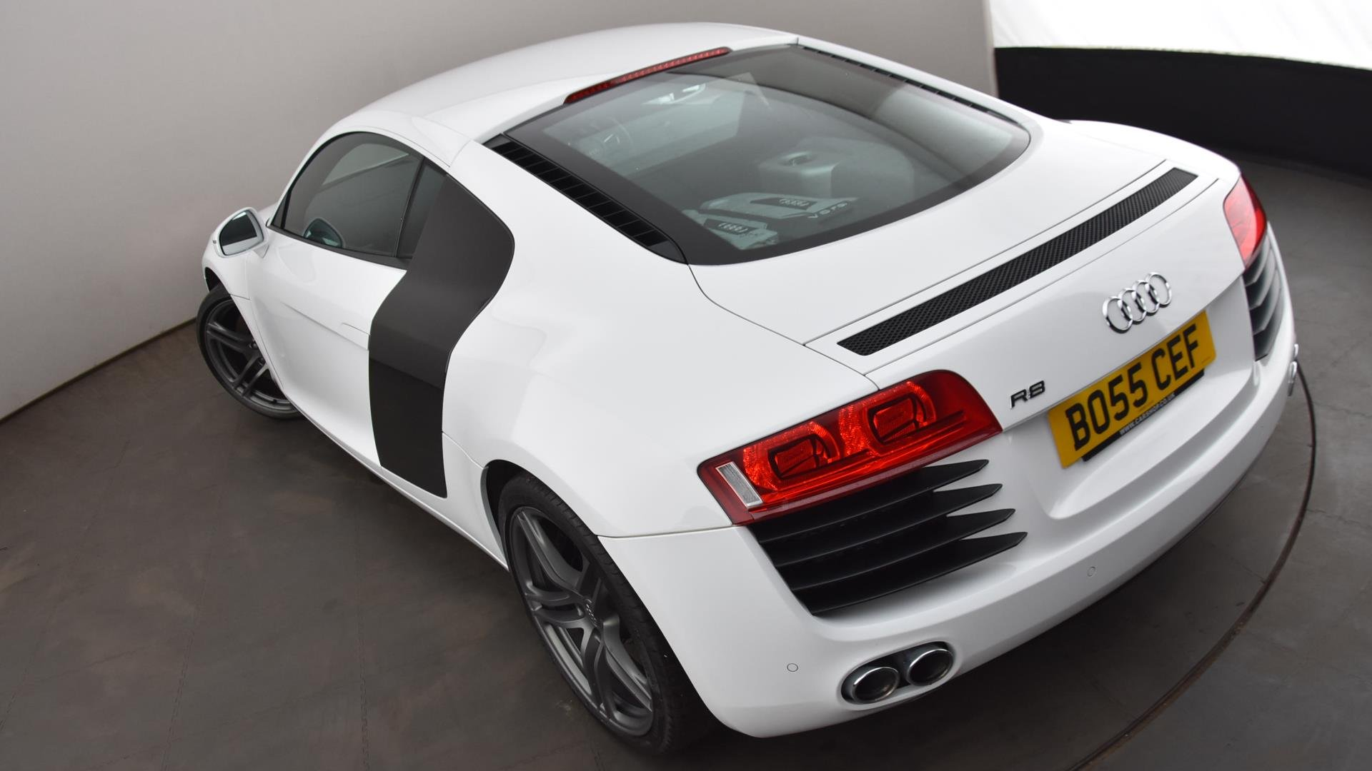 BO55CEF-used-AUDI-R8-COUPE-4-2-FSI-430-Quattro-2dr-Petrol-Manual-WHITE-2012-highlights-HH-L-22.jpg