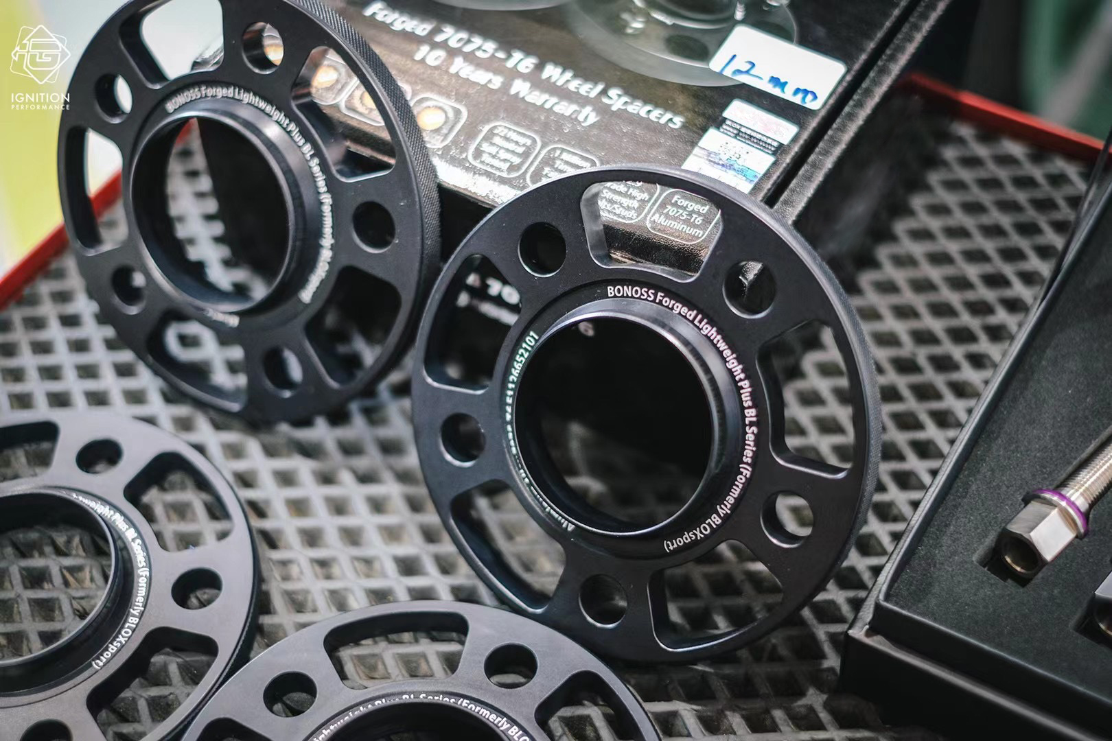 bonoss forged titanium wheel bolts for audi rs4 avant (2).jpg