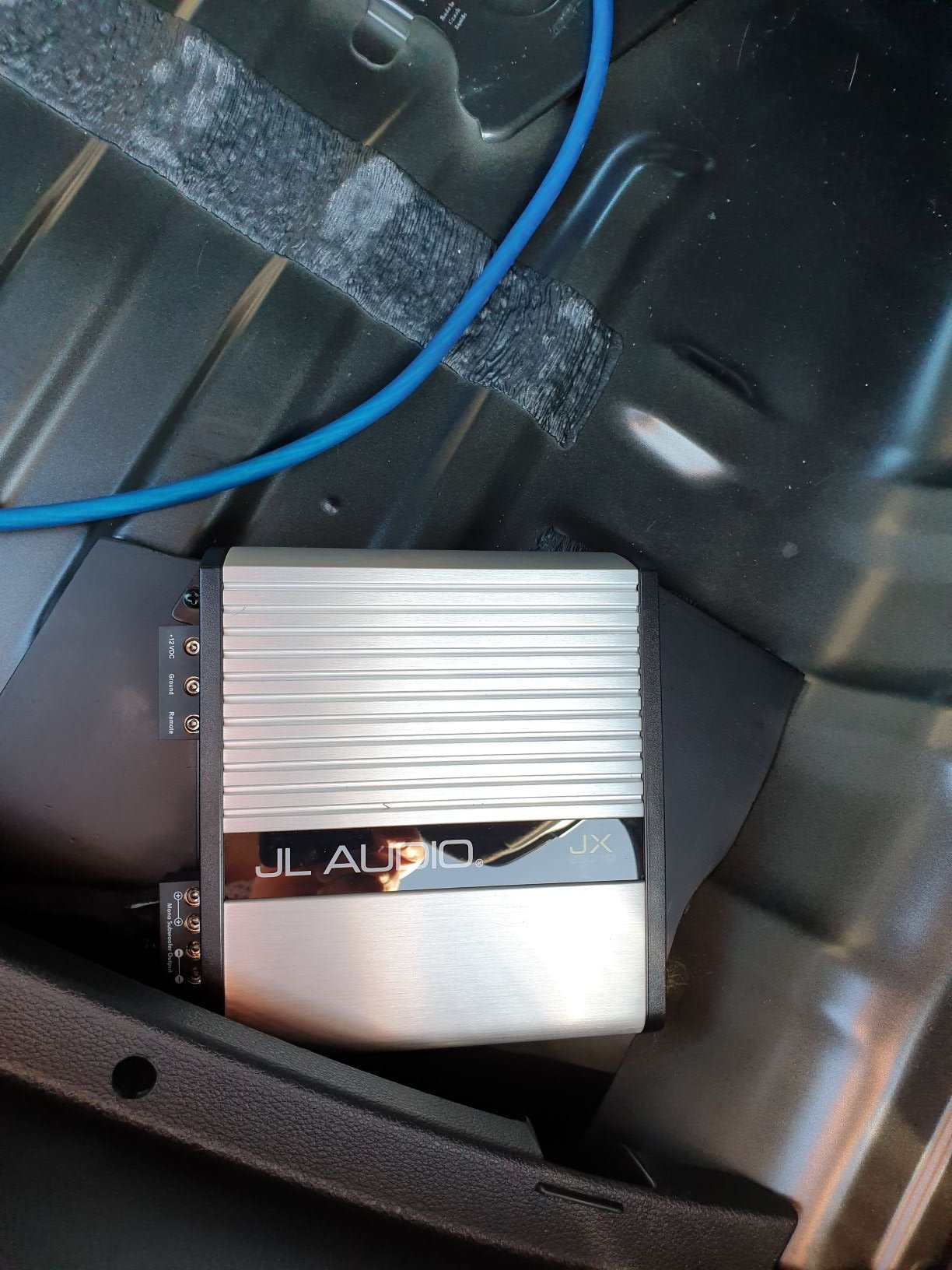 close up of amp on mounting.jpg