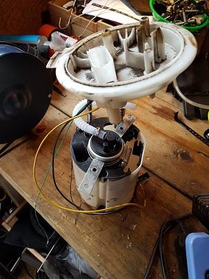 HP Fuel pump in basket.jpg