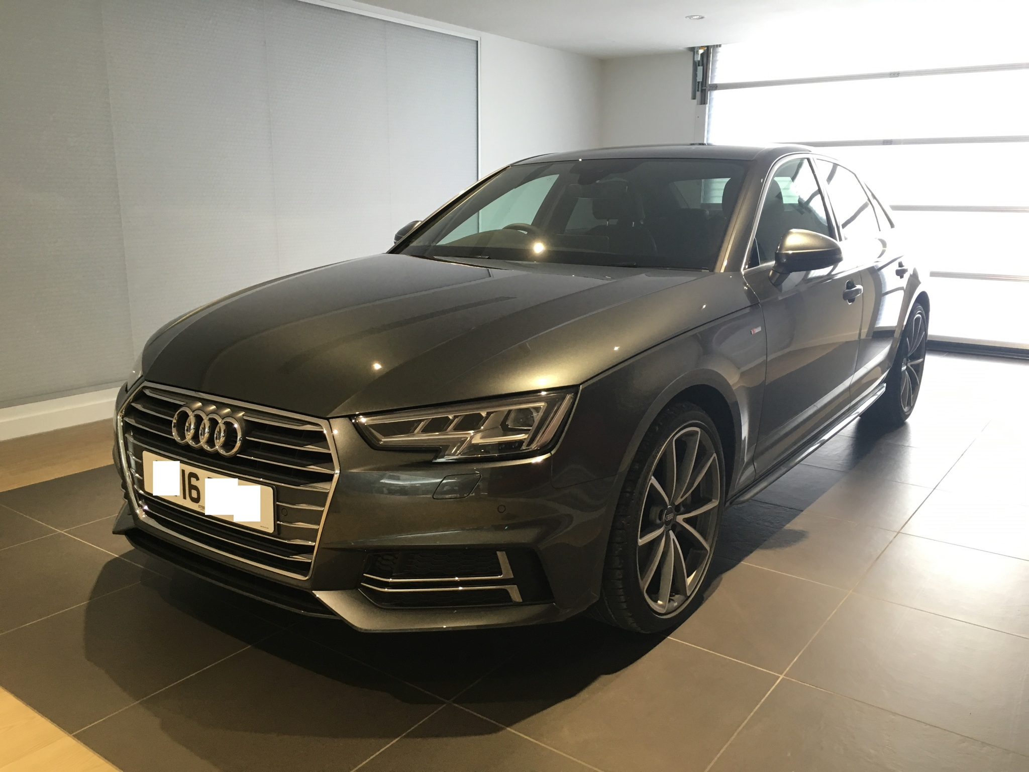 Audi a4 avant s line black edition 2016 18