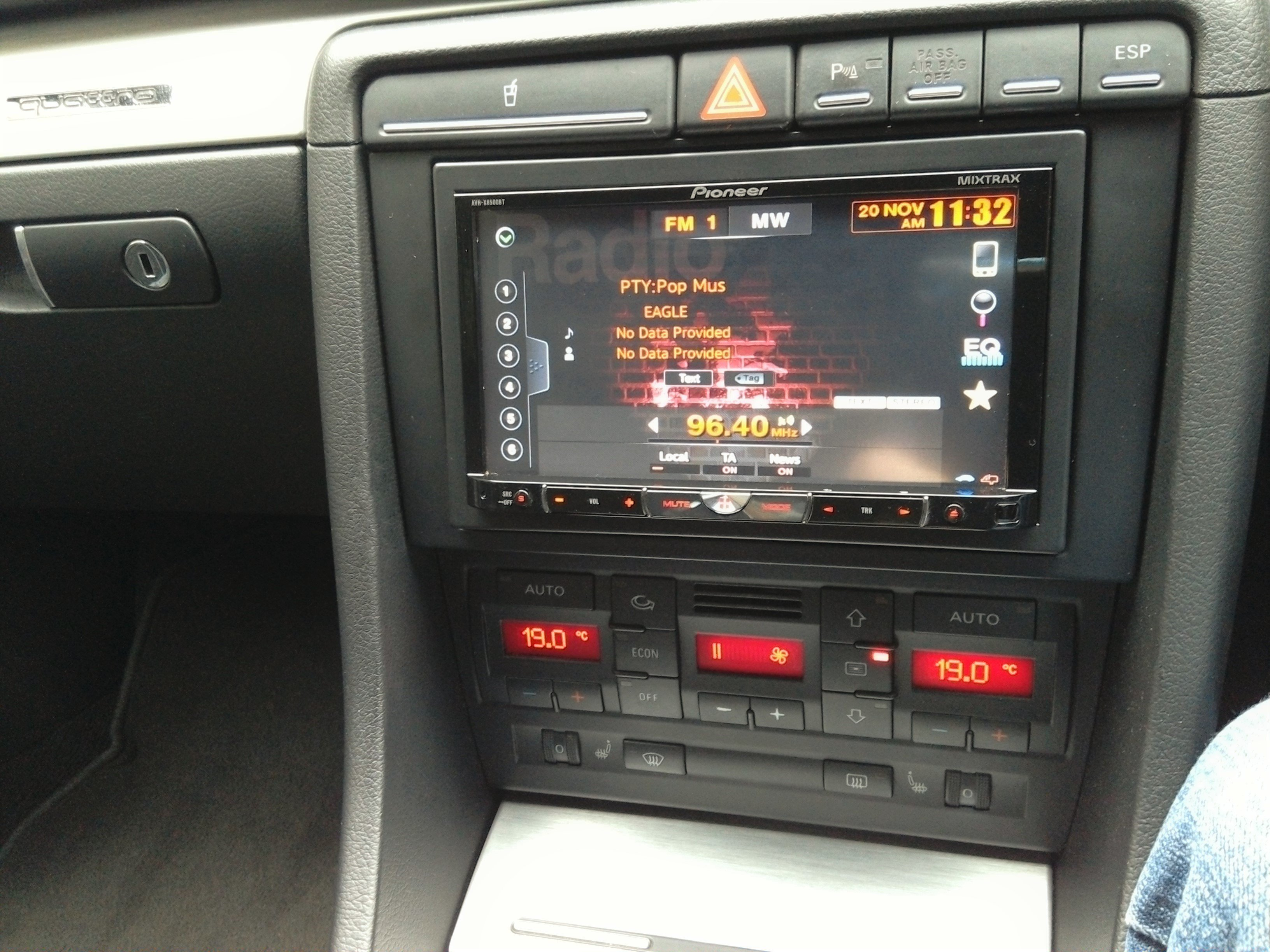 Aftermarket double din installation audi for Mueble 2 din audi a4